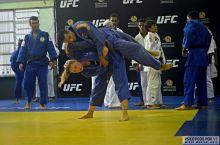 A atleta do UFC passou aos atletas do Institutos algumas técnicas