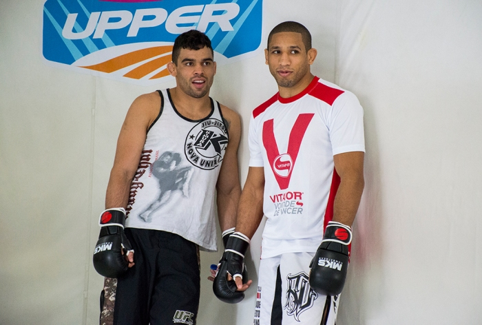 Hacran Dias ao lado do companheiro e ex-campeão peso-galo Renan Barão