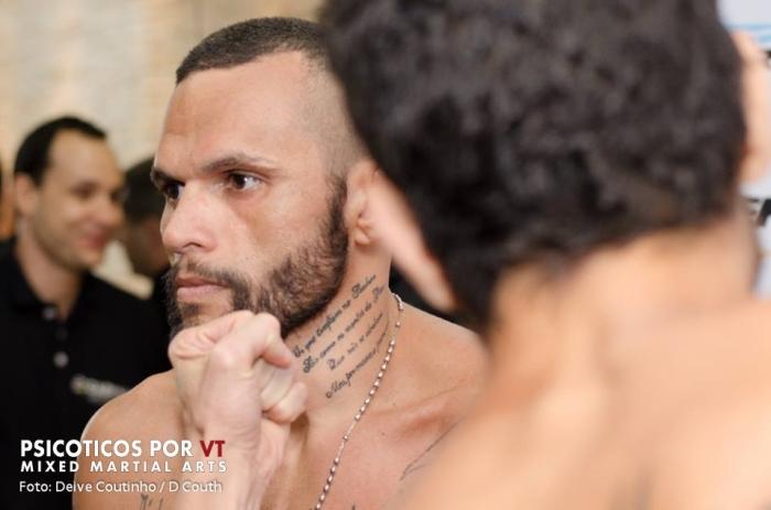 Felipe Olivieri encara Julian Jabbá na co-luta mais importante da noite / Foto: Deive Coutinho