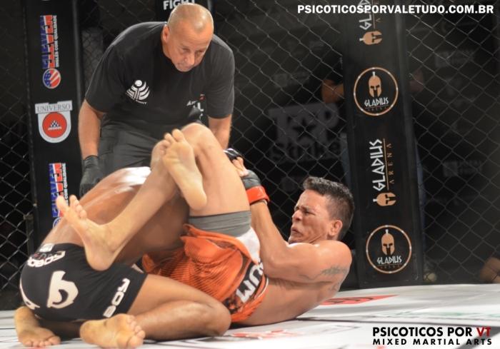 Jadison Tita finalizou seu combate nos segundos iniciais com uma linda guilhotina