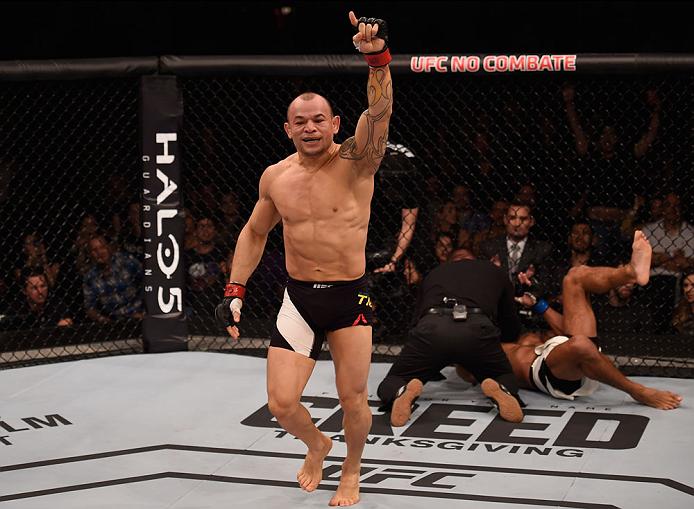 O mata-leão que finalizou o combate contra Abel Trujillo (Divulgação/UFC)