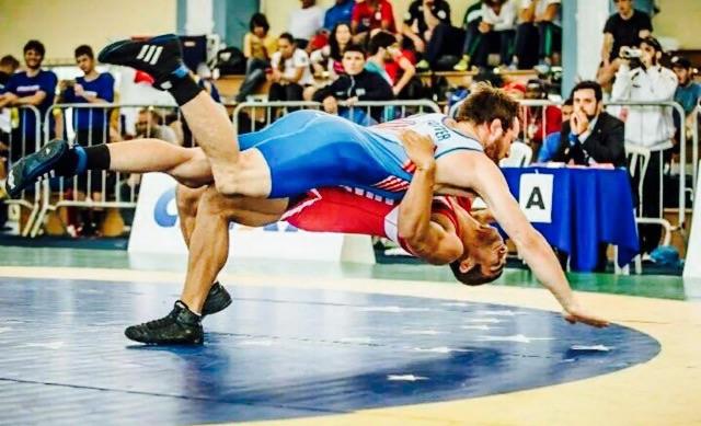 Luta Olímpica - Na foto, o amazonense Paulo Victor - de vermelho - Divulgação CBW 1