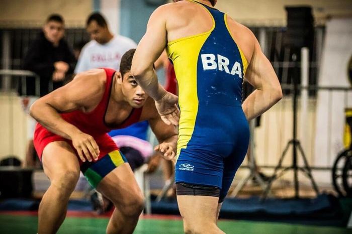 Luta Olímpica - Na foto, o amazonense Paulo Victor - de vermelho - Divulgação CBW 3
