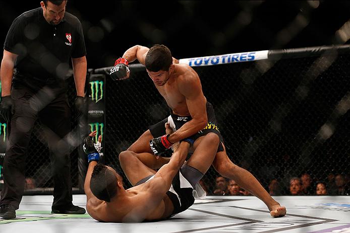 Léo Santos nocauteou Kevin Lee e já pensa em melhor posição no ranking dos leves. Foto: UFC Divulgação