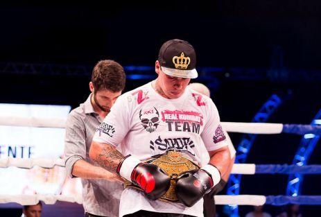 Guto Inocente manteve o cinturão peso-pesado do WGP Kickboxing - Foto: Ruiva Muay Thai