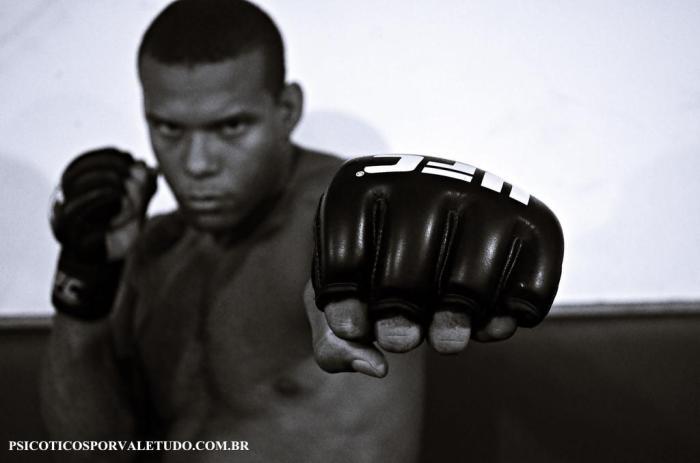 Atleta da Tatá Fight Team Thiago Marreta vem em grande no Ultimate.