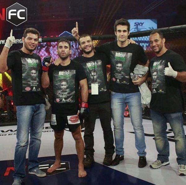 FOTO: Miltinho Vieira, Pedro Nobre e demais corners comemoram a vitória no Titan FC 38. CRÉDITO: Reprodução Instagram