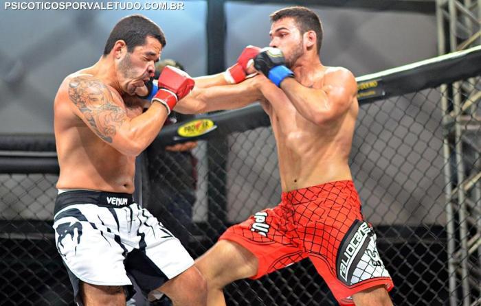 Apesar de ter sofrido este golpe Marco Prado saiu vencedor do combate.