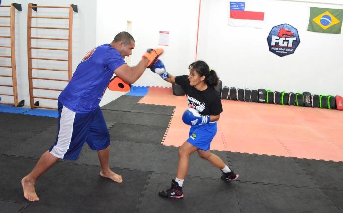Boxe - Sandra Ramos treina com o marido e técnico Cássio Humberto Silva - foto 1 - by Emanuel Mendes Siqueira