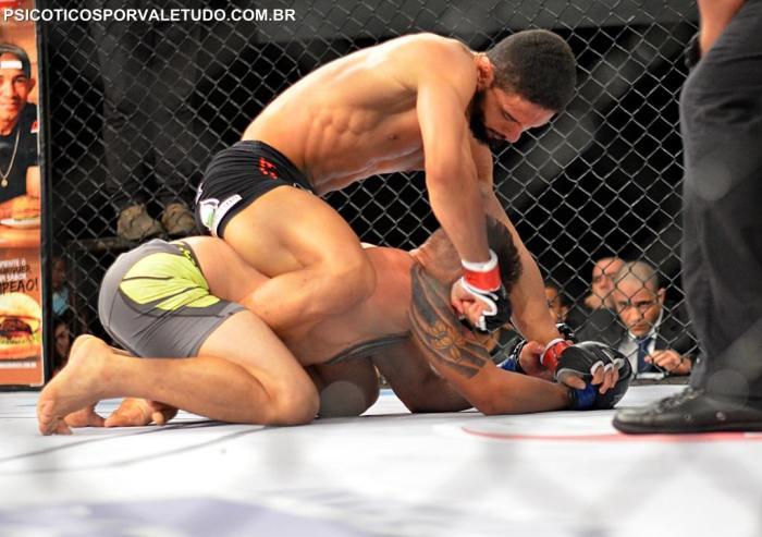 Fiuri Ribeiro venceu sua luta no Shooto 64
