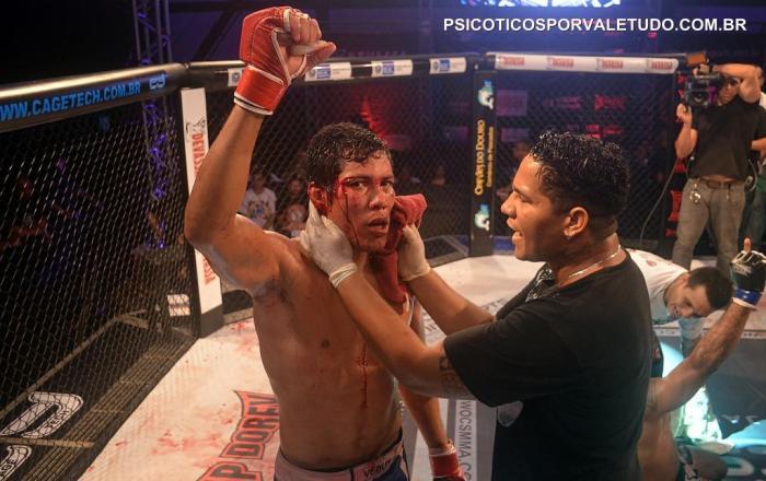 Claudiere Freitas (15-14) antes de entra para o MMA fez careira no Muay Thai onde recebeu o grau preto.