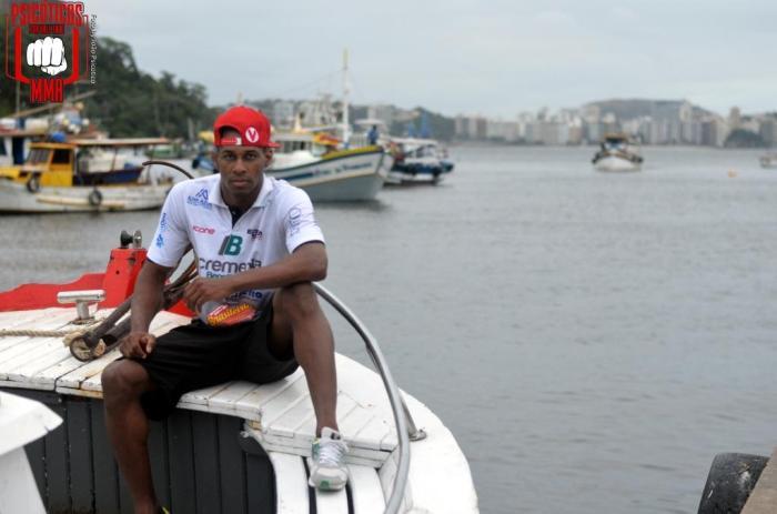Felipe Eloy é morador de Jurujuba bairro da cidade de Niterói, RJ.
