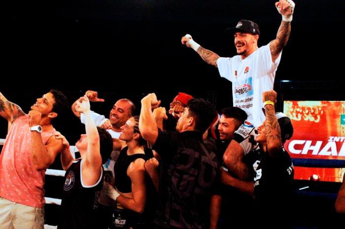 Emerson Falcão retornou vencendo Oscar Vera na luta principal do WGP #35. Foto: Luan/Interação Esportes