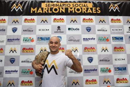 Marlon Moraes recebeu centenas de fãs para seminário social (Foto: Leonardo Velozo)