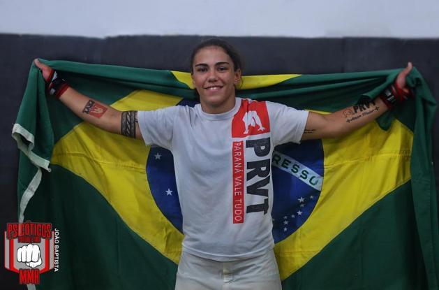 Brasileira demonstrou muita agressividade durante os três rounds do duelo