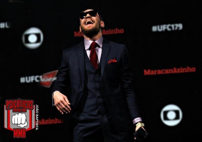 Conor McGregor  conquistou  2 cinturões do UFC em categorias diferentes.