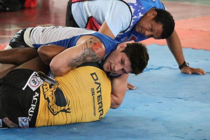 Amazon Warriors - Dileno Lopes de branco vence Marcos Marajó de amarelo - semifinal do Absoluto Preta até 75 kg - by Emanuel Mendes Siq