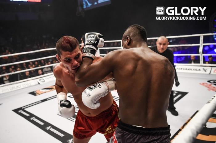 Ariel Machado venceu Danyo Ilunga Foto: James Law, GLORY Sports International