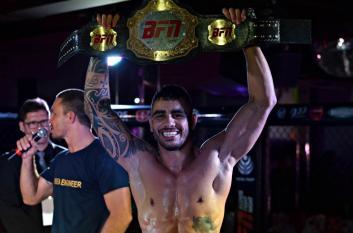 Alexandre Cirne é o primeiro campeão do Búzios Fight Night. . (Foto: João Baptista)